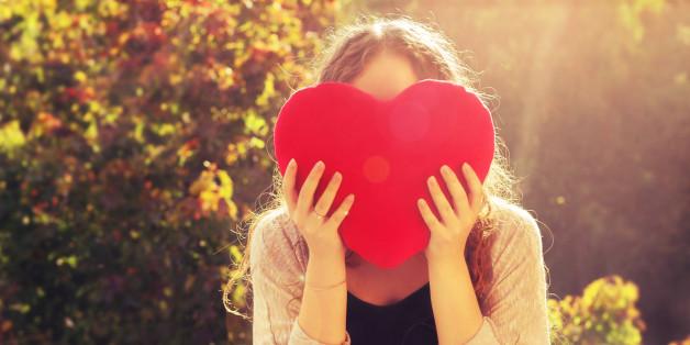 n-HEART-WOMAN-OUTSIDE-628x314